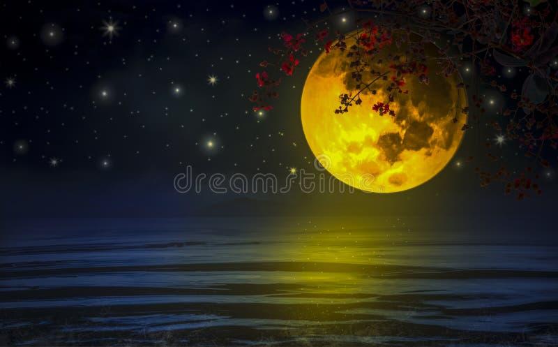 Cielo drammatico, una luna super-gialla con i rami e fiori rossi attraverso il galleggiamento sopra il mare royalty illustrazione gratis
