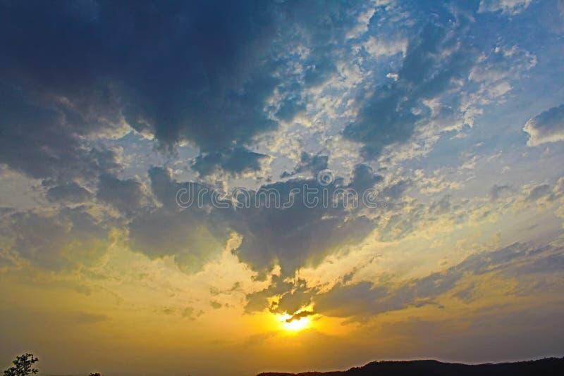 Cielo durante puesta del sol imagen de archivo