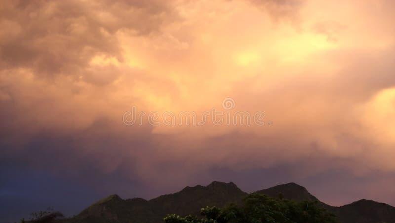 Cielo e isla de Moutain fotografía de archivo