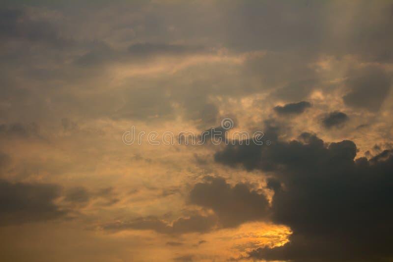 Cielo e nubi fondo di sera fotografie stock libere da diritti