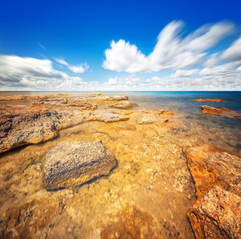 Cielo ed acqua perfetti dell'oceano immagine stock libera da diritti