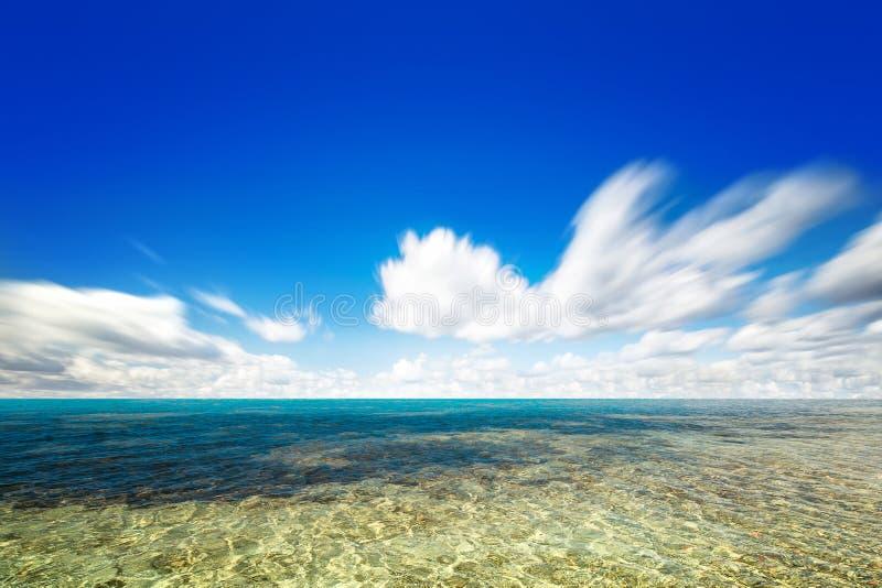 Cielo ed acqua perfetti dell'oceano fotografia stock libera da diritti
