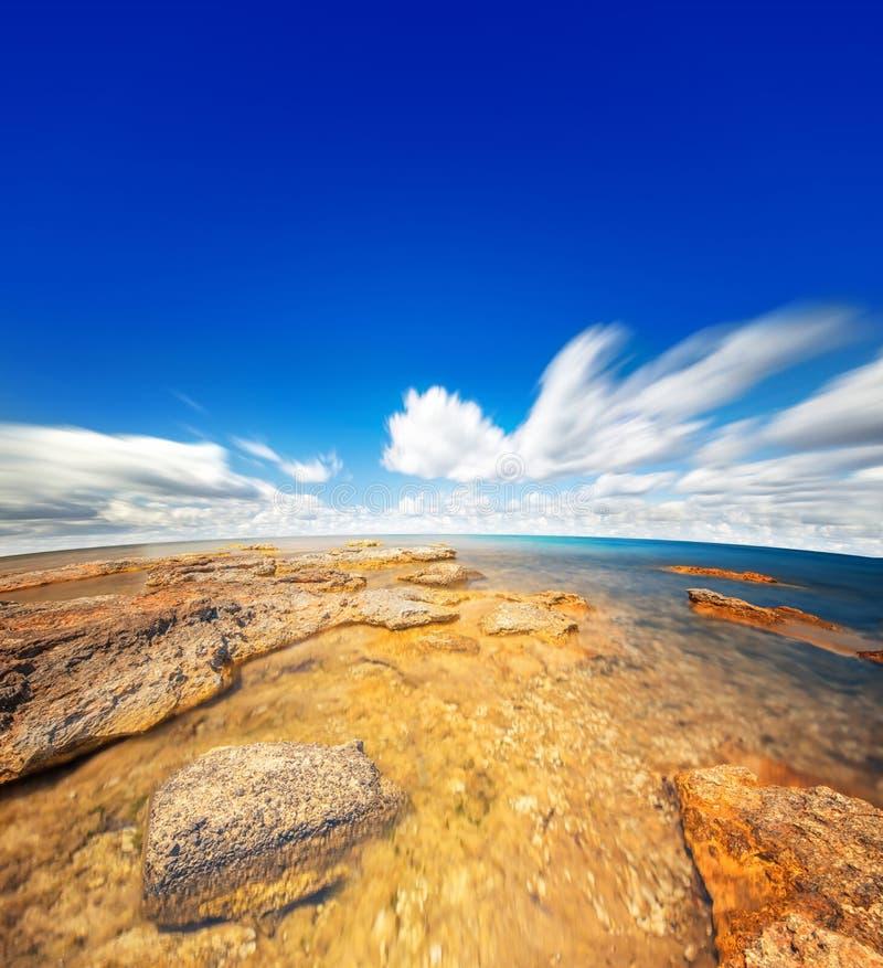 Cielo ed acqua perfetti dell'oceano immagini stock