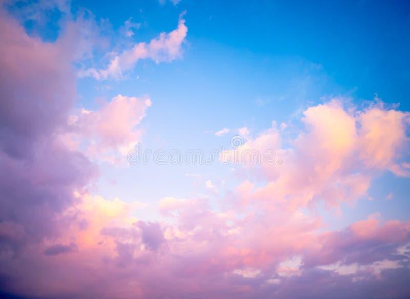 Cielo en colores pastel precioso imagen de archivo