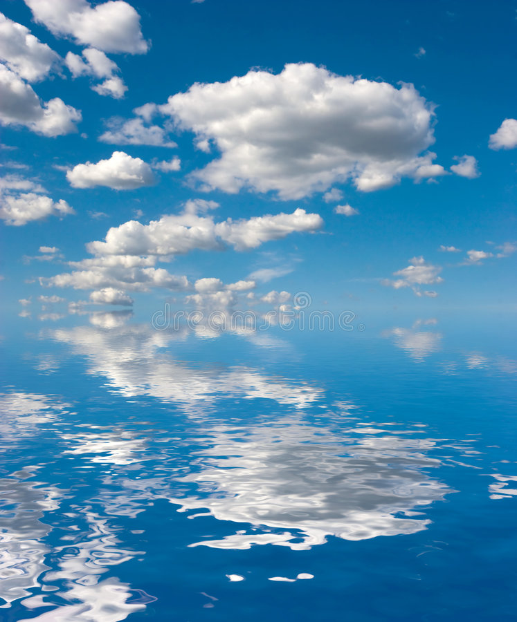 Cielo en el agua imagen de archivo libre de regalías