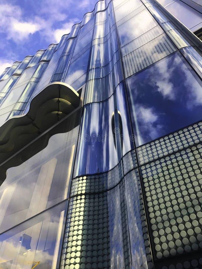 Cielo en el edificio imagenes de archivo