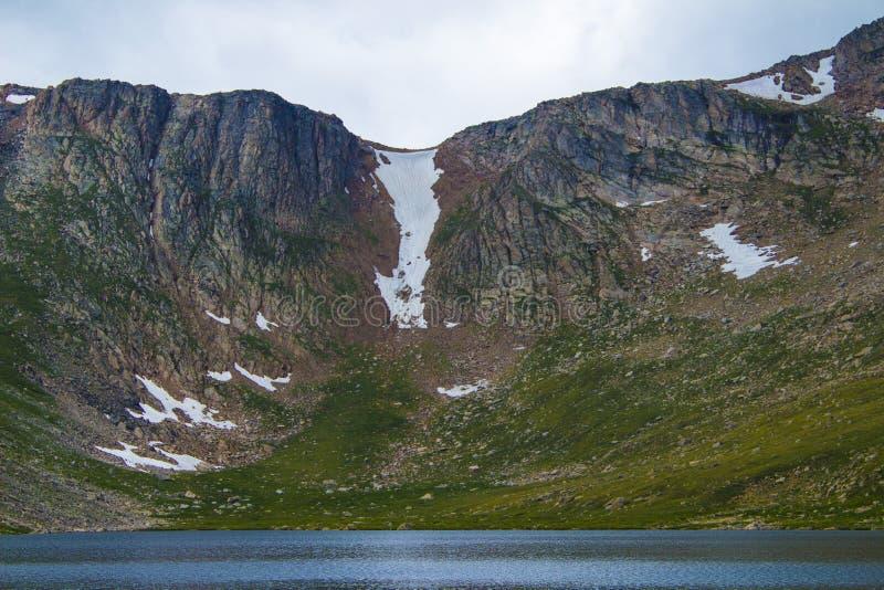 Cielo en la cima de la montaña imágenes de archivo libres de regalías