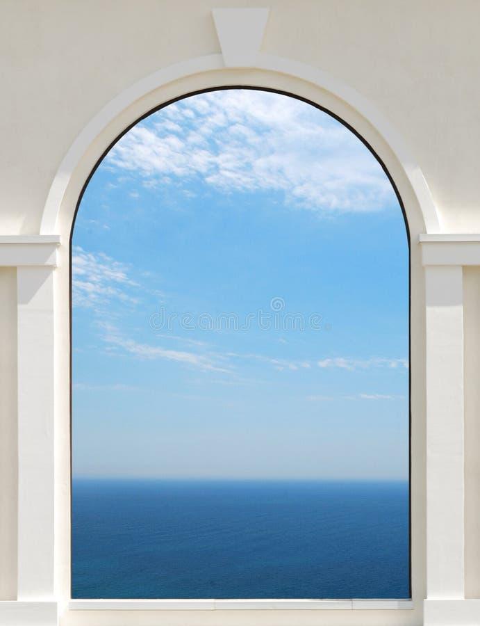Cielo en la ventana foto de archivo