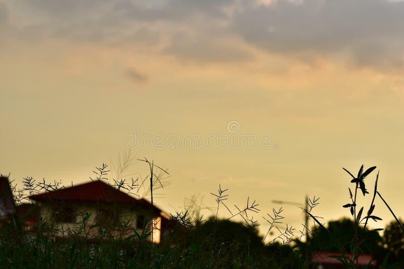Cielo hermoso de Asia en el día de la tarde de la puesta del sol imágenes de archivo libres de regalías