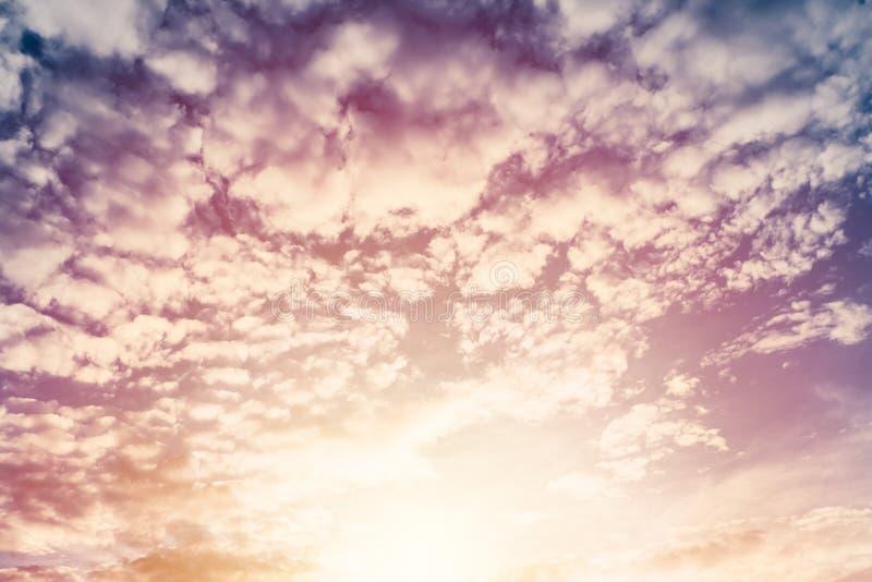 Cielo hinchado hermoso del crepúsculo de la nube imágenes de archivo libres de regalías
