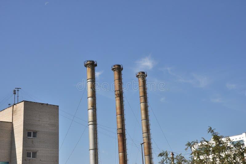 Cielo industrial de tres tubos fotografía de archivo