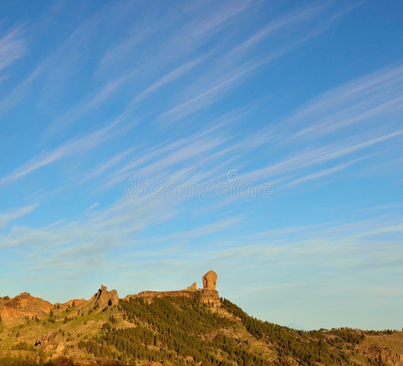 Cielo intenso en el parque natural Roque Nublo, Gran Canaria imagen de archivo