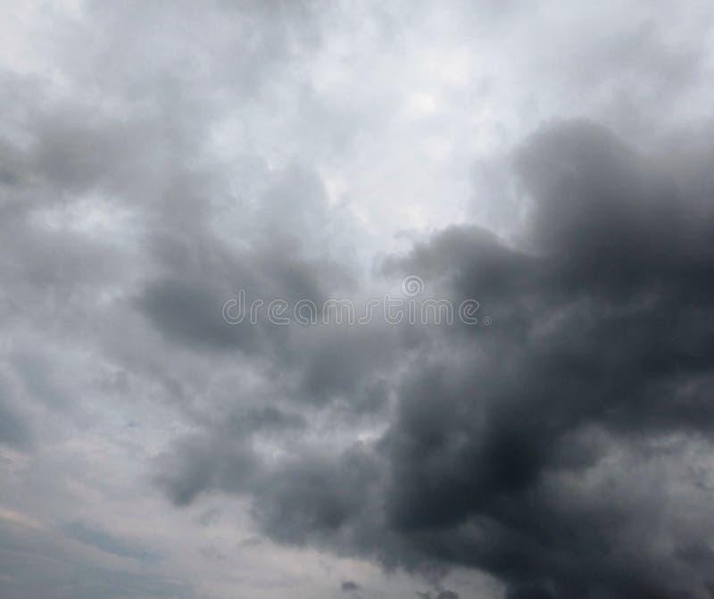 Cielo lluvioso dramático imágenes de archivo libres de regalías
