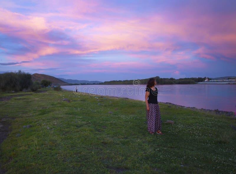 Cielo luminoso a tempo di tramonto immagini stock