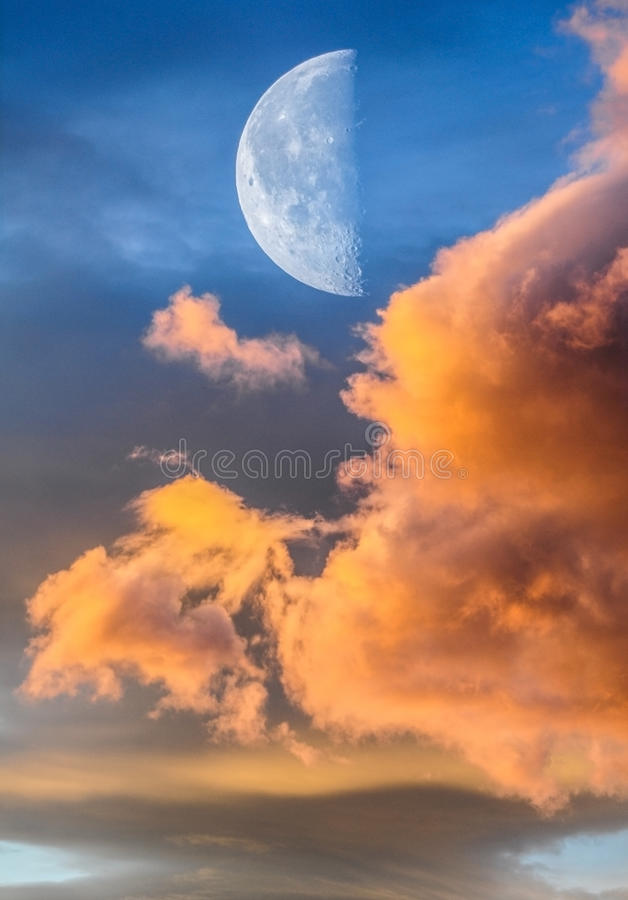 Cielo magico con la luna fotografia stock libera da diritti