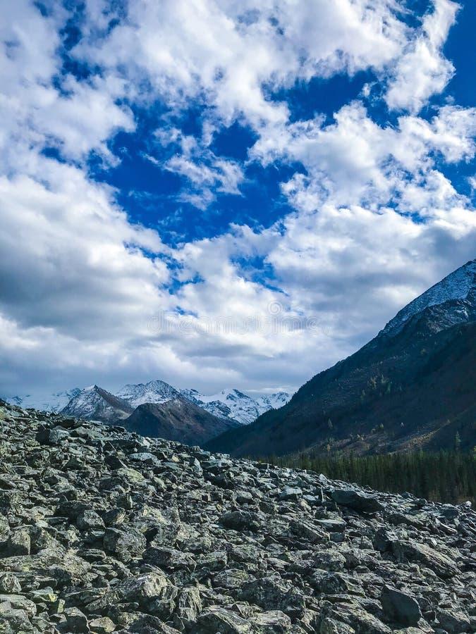 Cielo magico delle montagne di Altai La Russia Settembre 2018 immagini stock libere da diritti