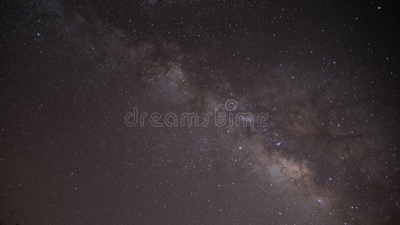 Cielo nocturno amarillo estrellado fotos de archivo libres de regalías