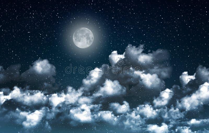 Cielo nocturno azul mágico hermoso con las nubes y el closeupr del fullmoon y de las estrellas imagen de archivo libre de regalías