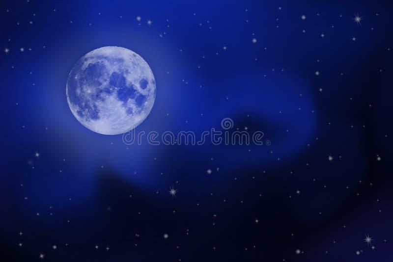 Cielo nocturno brillante con una Luna Llena, las estrellas y la vía láctea foto de archivo