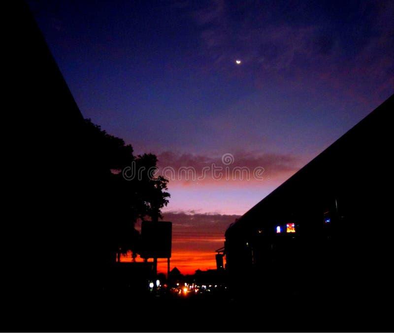 Cielo nocturno Cuando va el sol abajo foto de archivo libre de regalías