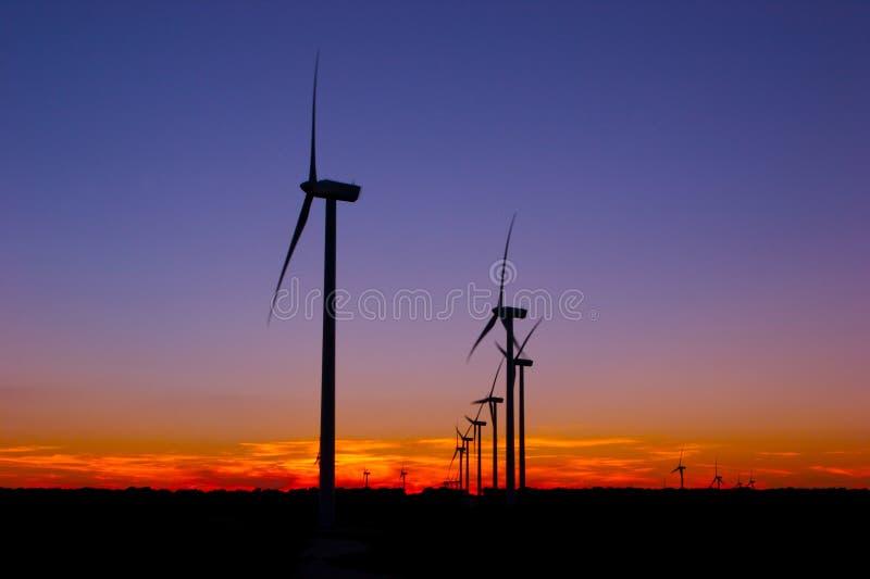 Cielo nocturno de la granja de viento foto de archivo