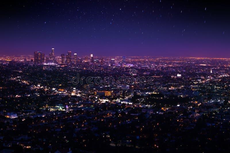 Cielo nocturno hermoso, opinión del paisaje urbano de Los Ángeles imagenes de archivo