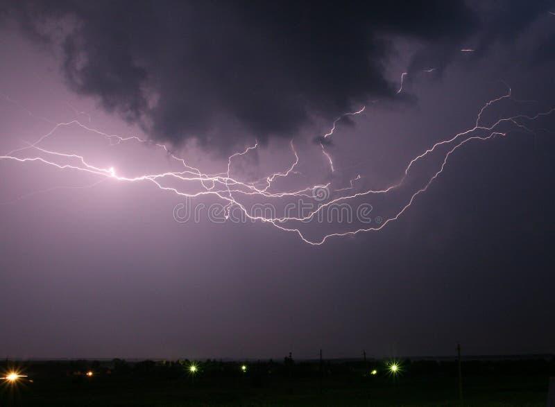 Cielo nocturno tempestuoso imagen de archivo