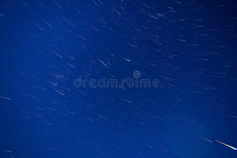 Cielo nocturno y cantidad del timelapse de las estrellas fotos de archivo libres de regalías