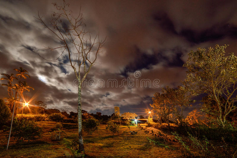 Cielo notturno nuvoloso fotografia stock libera da diritti