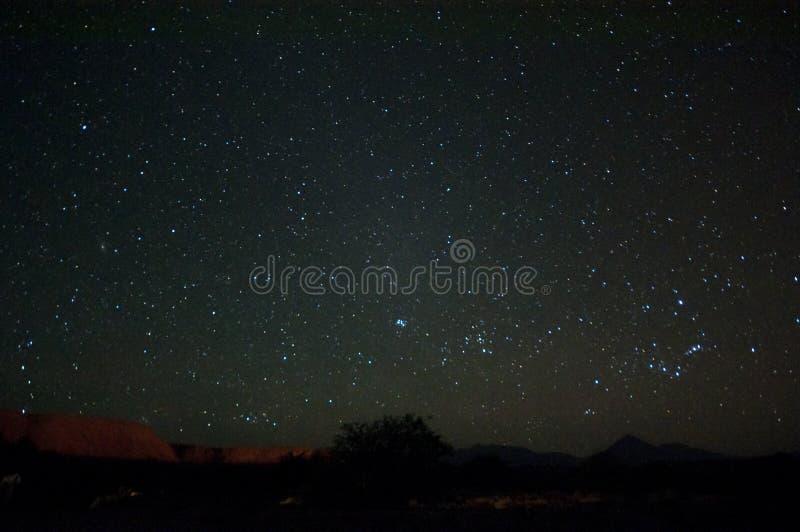 Cielo notturno sopra il deserto di Atacama fotografia stock