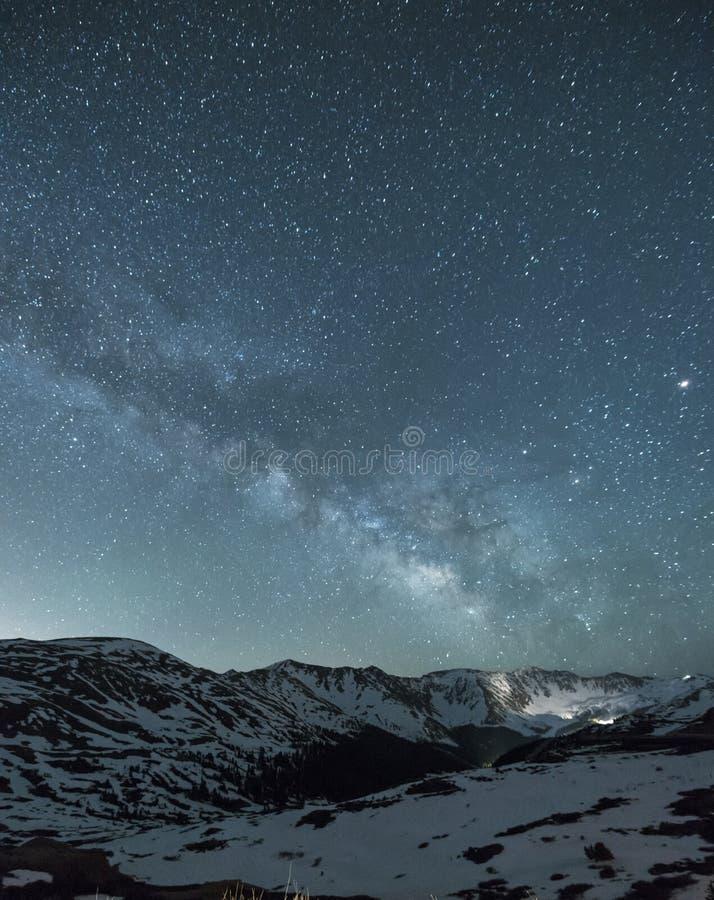 Cielo notturno sopra il passaggio di Loveland, Colorado immagine stock