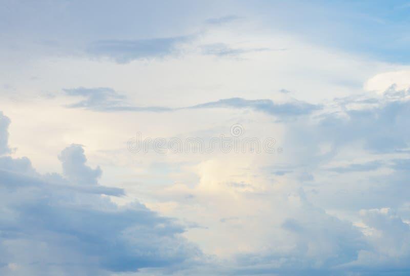 Cielo nublado hermoso en Seychelles fotos de archivo