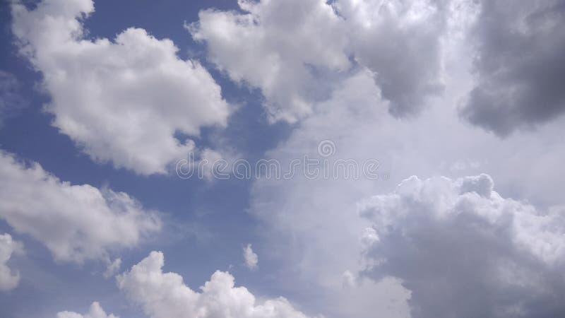 Cielo nublado oscuro imágenes de archivo libres de regalías