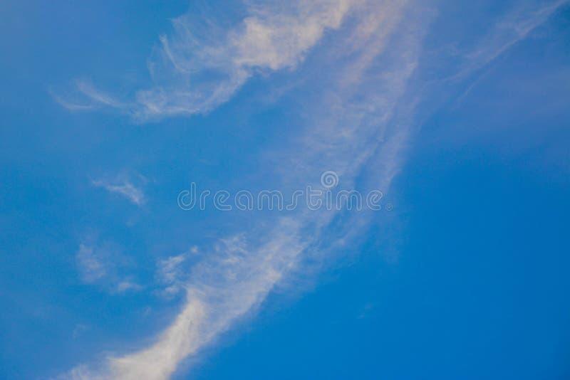 Cielo nuvoloso blu fotografia stock
