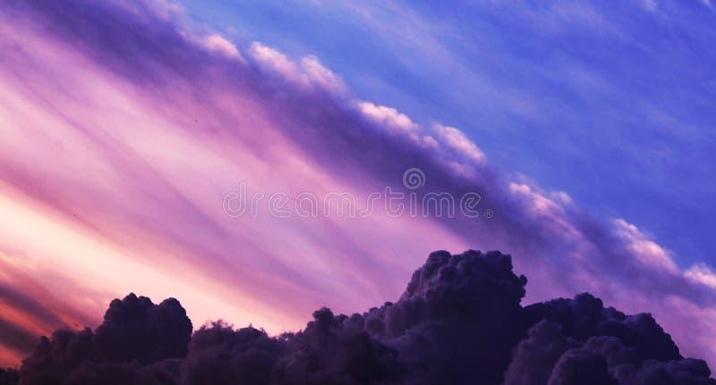 Cielo nuvoloso ha così tanto nuvola fotografia stock