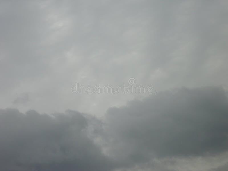 Cielo oscuro nublado foto de archivo libre de regalías