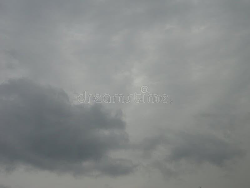 Cielo oscuro nublado fotos de archivo