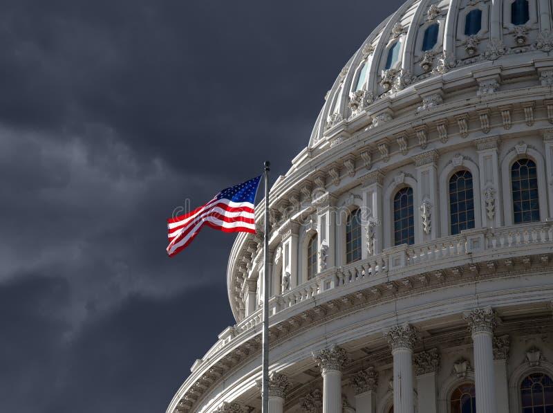 Cielo oscuro sobre el edificio del capitolio de los E.E.U.U. fotos de archivo libres de regalías