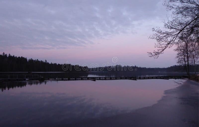 Cielo púrpura en Majenfors fotografía de archivo libre de regalías