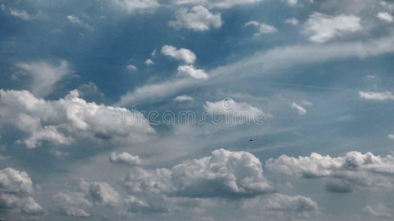 Cielo por completo de nubes fotografía de archivo