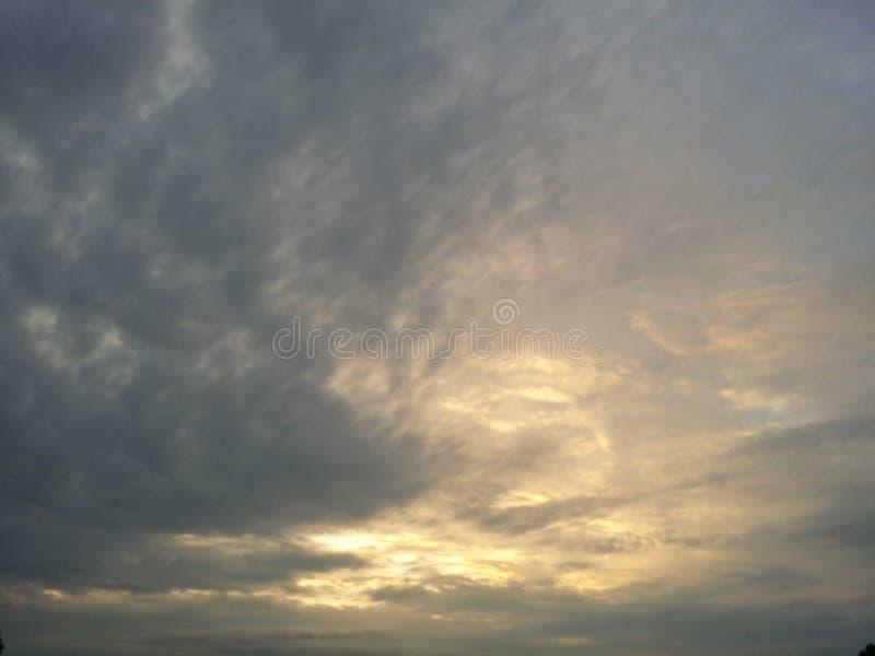 Cielo por mañana imagenes de archivo