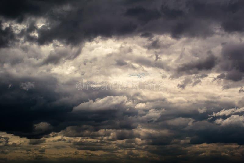 Cielo prima del temporale fotografia stock libera da diritti