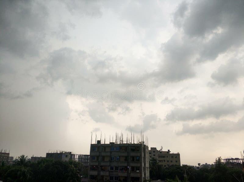cielo prima di pioggia immagine stock