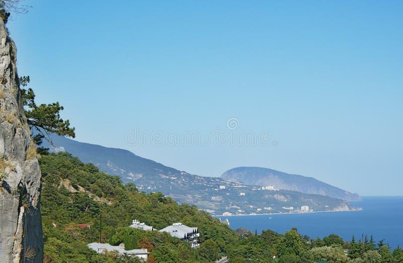 Cielo puro Crimea della montagna della costa di Mar Nero del paesaggio fotografia stock libera da diritti