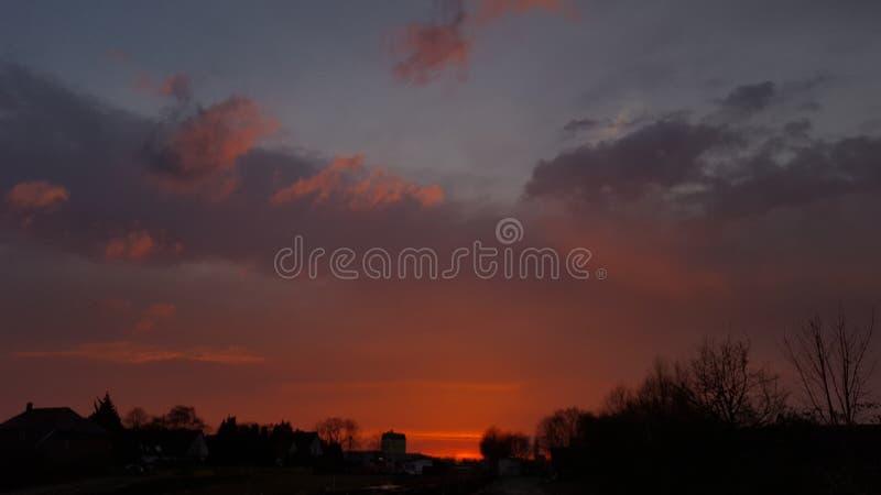 Cielo rojo fotos de archivo