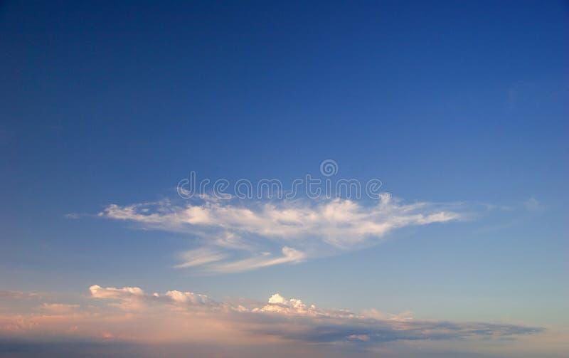 Download Cielo Rosado Azul De La Salida Del Sol Foto de archivo - Imagen de copia, atmósfera: 7150254