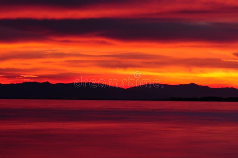 Cielo rosso drammatico fotografia stock