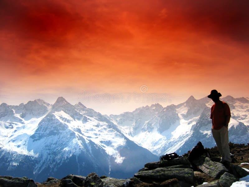 Cielo rosso nelle alpi immagini stock