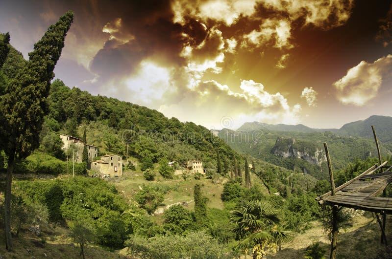 Cielo sobre campo toscano en Casoli foto de archivo libre de regalías