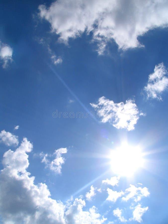 Cielo-sol-nubes imagen de archivo libre de regalías
